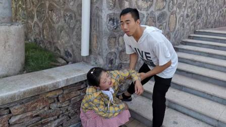 男子救路边乞丐,仔细一看像自己母亲,回家后找妻子算账
