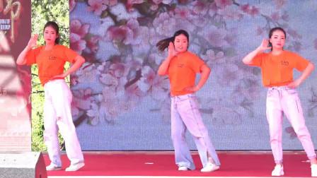 镇雄芒部松林火把节舞蹈《三月三》