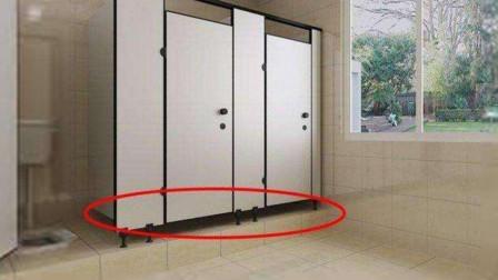 """女公共厕所门下为何留""""一条缝""""?不怕被偷拍吗?原因很现实"""
