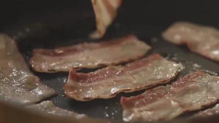 《韩国农村美食》用铁锅煎薄饼,包上培根煎蛋和芝士,看着挺香