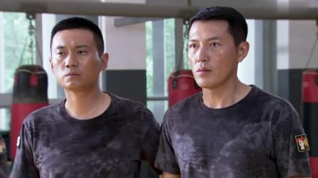 特警力量:两个教官看不起新兵,出手教训,不料新兵直接一挑二