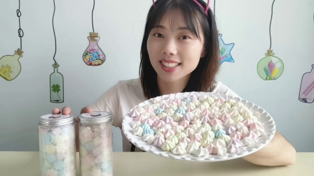 """美食拆箱:妹子吃""""蛋白奶酥糖"""",缤纷小巧像星星,酥脆爽口好吃"""