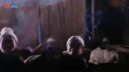 《臭屁王》香港经典喜剧片, 吴孟达五花大绑让郝劭文扔飞刀, 大哥, 瞄准点啊!