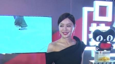 现场:秦岚黑裙秀完美身材 大方分享保养秘诀