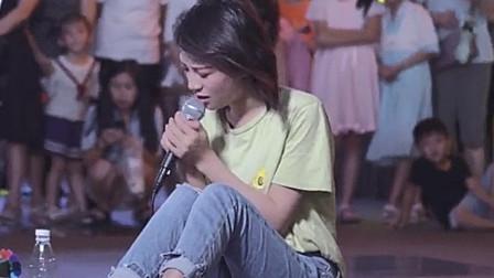 她到底是经历了什么?才能唱的这么深情,撕心裂肺的歌声令人心疼