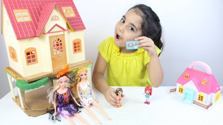好有趣!萌宝小萝莉跟芭比娃娃在玩拆惊喜蛋呢!趣味玩具故事