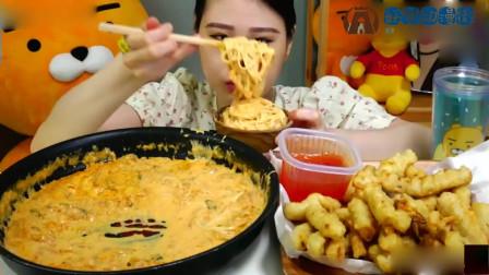 吃播:泡菜奶油面听的就感觉好奇怪啊!还有韩式锅包肉,不知道和中国的有什么区别?