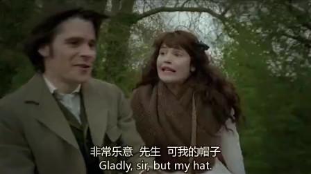 德伯家的苔丝 得知阿历克不怀好意,苔丝故意掀开了帽子