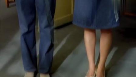城里姑娘第一天到厂里上班,竟把工作服改成裙子,主任都看傻了