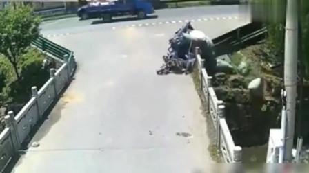 意外无处不在,男子骑车不幸遭遇死神,视频拍下心碎的画面