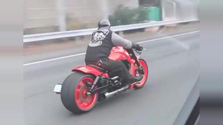 我是真的孤陋寡闻了,这辆摩托车看起来好霸气!感觉5万买不下来