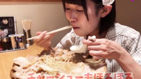 吃播小妹长相甜美小巧,没想到这么能吃