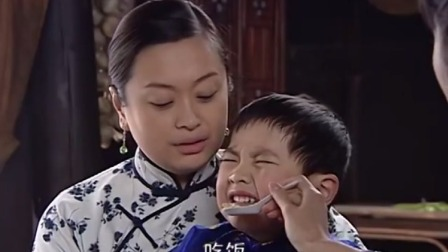 妈妈为我嫁:弟弟哭闹不吃饭,姐姐略施小计就解决了,妈妈笑了