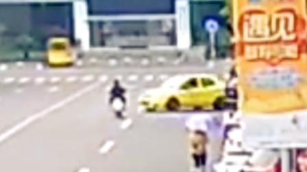 【重庆】出租车违反禁止标线行驶 撞翻电动车负事故全责
