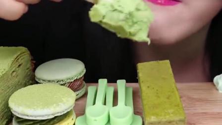 小姐姐吃的这个绿茶冰淇淋看起来超级好吃呀,可真羡慕