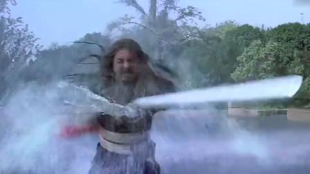 老师傅用实力告诉师弟,剑法达到最高境界能把大雨斩停!