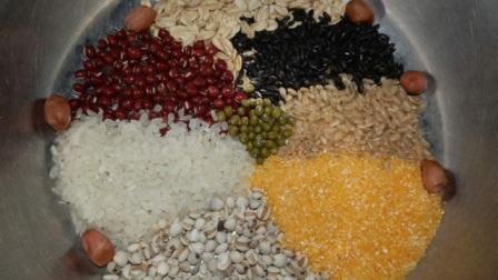 蒸米饭时加点糙米、杂豆,每天吃一点缓解小毛病,身体更健康