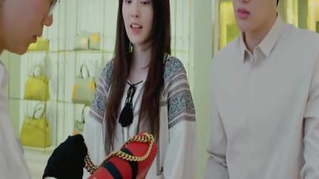 姑娘去卖名牌包,却被店员看扁不是什么包都收,结果打脸了