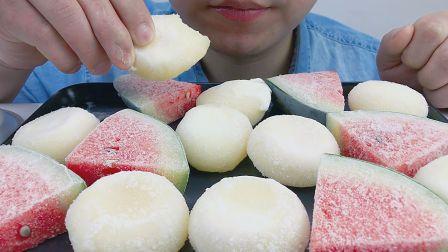 吃玫瑰味,香草味冰激凌糯米糍与冰冻西瓜,听糯糯的声音与沙沙的声音!