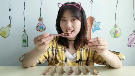 """美食拆箱""""可以吃的勺子"""",造型逼真脆又硬,口感清香似米果"""