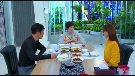 美女不怕尴尬,和男子前妻坐一起吃饭,她的疑心一直没打消!
