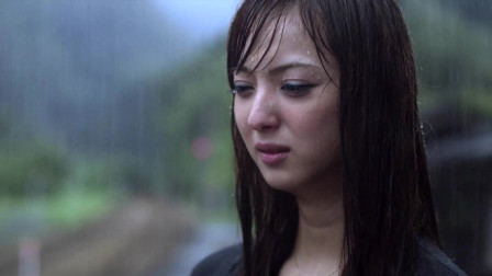 天使之恋:大叔彻底忘记美女,看着大叔逐渐走远,美女伤心的哭了