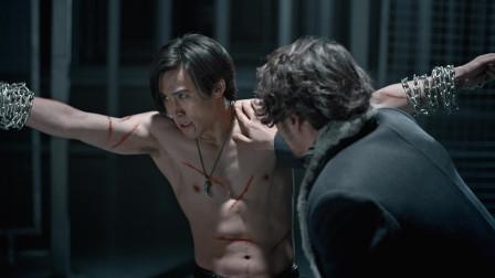 断魂被铁链捆住受刑,恳请老大时乱再给他一次机会,看着真是可怜