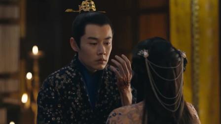 《九州缥缈录》皇帝用刀狠狠刺了自己的手,小舟:你疯了!