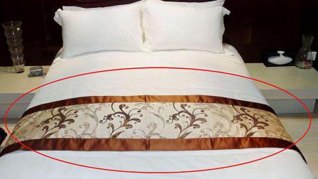 酒店床上为何会放一块布?得知用处,情侣游客:涨知识了!