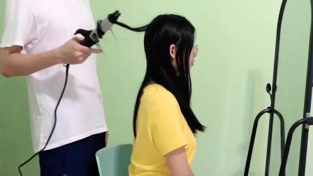 给妹子烫头不小心把头发弄掉了!