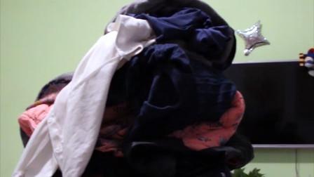 房间里的空椅子会自动长满衣服!