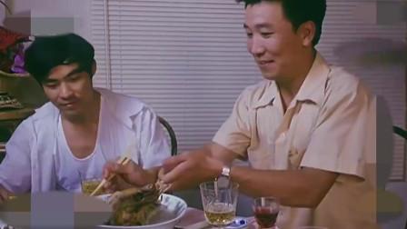 来的都是客:乡里请当官的吃饭,结果来了个混吃混喝的!
