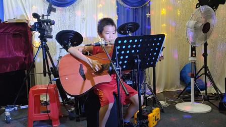 张嘉毅同学学习吉他视频《小草》