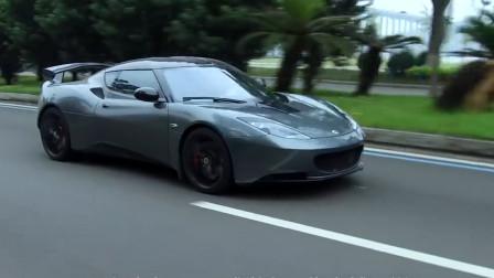 路特斯2020款EvoraGT,新车整体设计没有变化,材质上大量运用了Alcantara材质