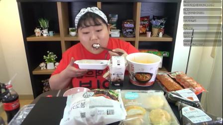 韩国吃播胖妞,吃汉堡+面包+冰淇淋点心,大口大口吃,过瘾