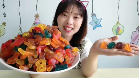 """美食拆箱:妹子吃""""数字橡皮糖"""",多彩多味趣味浓,软Q有嚼劲"""