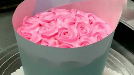 现在送鲜花太俗气了,把这个花束蛋糕送给女朋友,好吃又便宜
