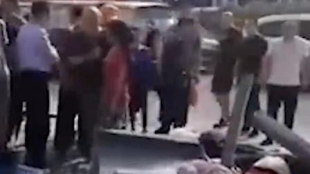客运大巴突然失控致4人被撞身亡,现场状况惨烈