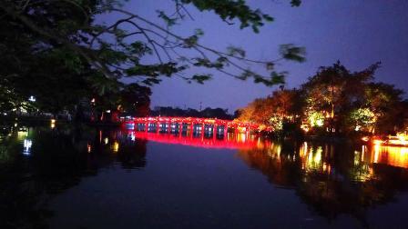夜幕降临了,带大家逛逛夜色中的越南首都河内