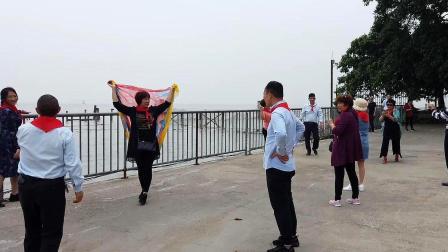 广东广州:实拍南沙天后宫,典型的中国大妈式拍照姿势