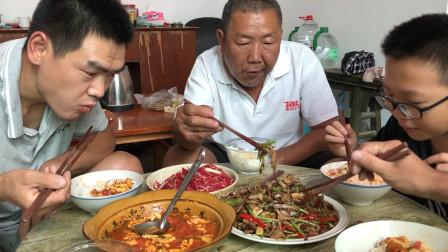 阿远做烟笋炒肉吃,就着米饭吃真下饭,儿子吃的狼吞虎咽的