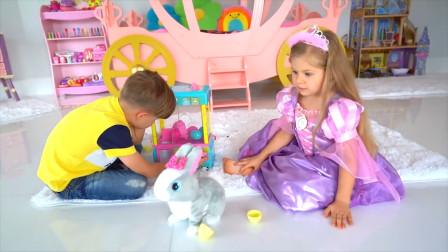 萌娃们在一起玩的可开心了!小家伙们的玩具可真有趣呢!萌娃:好可爱的小兔子!