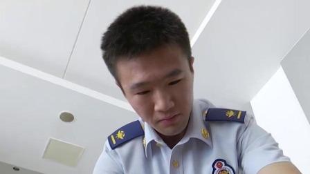 消防员救火发现自己快递 全国网友寄来200斤零食慰问 每日新闻报 20190821 高清版