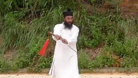 大胡子道长练习剑法,这可是武当养生剑法精要!