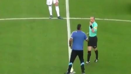 马赛球迷被邀请开球, 主裁示意他踢一脚, 结果他直接射门得分!