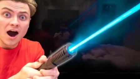 激光笔的威力到底有多大?老外亲测,几秒就能将金属切割!