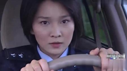 重案六组:遇见戴罪逃跑的嫌疑人时,女警直接撞上去!