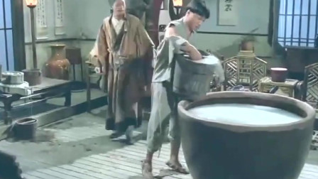 午马和陈友真是活宝 一个僵尸大片被演成喜剧电影 也真是经典啊 !