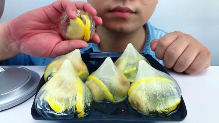 吃冰达人!吃柠檬香蕉空心包子冰,听脆脆的声音与喝水声!