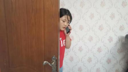 妈妈每天被爸爸咬脖子,女儿躲门后一看,立马拨打110